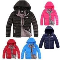 chaquetas infantiles para niñas al por mayor-Chaqueta de plumón de marca para niños Abrigos de almohadilla de pato de invierno para jóvenes Abrigos con capucha de North Boy Girls Outwear Face Abrigo liviano para exteriores F8805