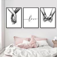 photos d'art mur noir achat en gros de-Affiche nordique noir et blanc tenant par la main Image empreintes de toile amant citation peinture mur art pour salon décor minimaliste