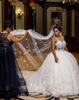 uzun tren düğün pejaları toptan satış-Uzun peçe ile 2020 Afrika Lüks 3d çiçek dantel Balo Gelinlik katedral tren özel yapılmış Gelinlik sırt dekoltesi görüyorum