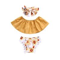 sevimli yay şortları toptan satış-Bebek kızlar yaz çiçek kıyafetler 3 adet setleri yay bandı + Boob tüp üst + pompons şort sevimli toddlders çiçek yaz giyim