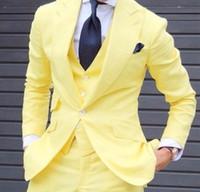 мужские желтые костюмы оптовых-Custom Made 2019 Мужские Смокинги Последние Брюки Пальто Желтый мужской Блейзер Тонкий 3 Шт. Жених Смокинги Пользовательские Пром Стиль Куртка Мужчины Свадебные Костюмы Набор