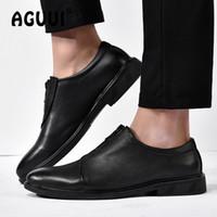 sapatos de casamento requintado venda por atacado-Homens Sapatos Exquisite formais Genuine Leahter clássico negócios sapatos de bico fino Flats Man Zipper Escritório Wedding Dress Formal