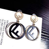 kraliçe satışları toptan satış-Sevimli Mektup Küpe Gece Kulübü Kraliçe Alaşım kadın Küpe Açık Parti Vahşi Tasarımcı Küpe Sıcak Satış Ücretsiz Kargo