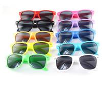 kinder sonnenbrille uv-schutz großhandel-Kids Cool Rivet Sonnenbrillen Kinder Jungen Mädchen Sunglass UV 400 Schutz Retro Sonnenbrille Brillenanzug für 2-10 Jahre