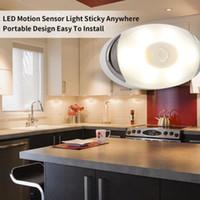 ingrosso ha condotto il sensore intelligente-Sensibile Intelligent Light LED lampada del sensore alimentato a batteria Piccolo automatico Comodino Lampensor LED Night Light Smart Home