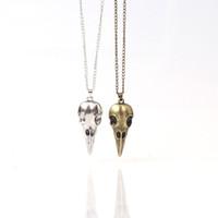 büyük süs toptan satış-Cadılar bayramı Takı kafatası Kuş Kafatası Kolye Kolye Bronz Gümüş Metal Crow Başkanı Kafatası Muska Rune Büyük Çocuklar Kolye Süs M352
