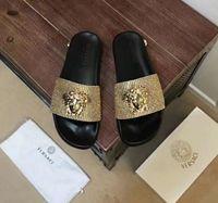 ingrosso decorazioni in oro nero-Pantofole uomo Beach Slide Scuffs Uomo nero bianco argento Pelle oro gomma Moda slip-on sandali firmati di lusso con chiusura a chiave