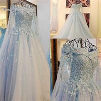 robes de mariée bleu étonnantes achat en gros de-Épaule Tulle Robes De Mariée Une Ligne Robes De Mariée Incroyable Ciel Bleu À La Main Fleurs Robes De Mariée Robes De Novia