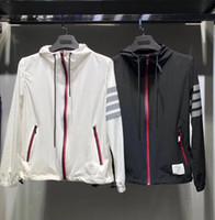 rayures noires blanches achat en gros de-2019 printemps nouveau designer de luxe mens noir rayures blanches T T-shirts à capuche asiatiques TAILLE ~ tops mens capuche veste tops manteau