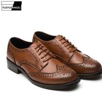 1991f4686 Estilo britânico Wing Tip Sapatos Brogue Mulher Marca Retro Lace Up Sapatos  De Couro Primavera Verão Preto Oxford Calçado Plus Size