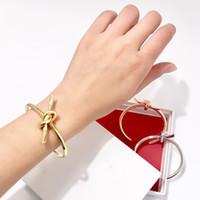 métal grossier achat en gros de-Mode Vintage Or métal grossier linéaire noeud Noeud Bracelet Bracelets pour femmes Simple Twist Manchette Ouvrir amour Bracelets pour Costume Bijoux Indien 2019