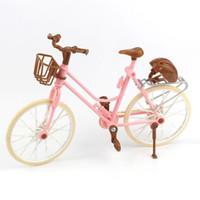 ingrosso belle bambole rosa-Bici dentellare staccabile di bella bicicletta di modo con il casco di plastica marrone per gli accessori delle bambole