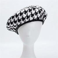 şapkalı şapkalar toptan satış-Serin YY Sonbahar Bereliler Kap Kış Şapka Kadınlar için Fransız Balıksırtı Bere Düz Kap Ekose Zarif İngiliz Tarzı Bayan Ressam Bonne