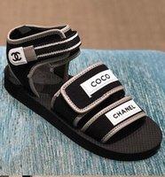 sandales noires élégantes achat en gros de-Date Marque Femmes Imprimer Lettre Noir Tissu Sandale Élégante Fille Boucle Sangle En Caoutchouc Unique Casual Sandale