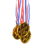 plastikspielzeuge großhandel-Die Gewinner Medaillen Affordable Plastic Kinder Gold-Kinder-Spiel Sport-Preis Auszeichnungen Waren Party Favor