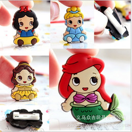 Wholesale Kids Safety Pins - Frozen Princess Elsa and Anna Brooch PVC plastic Cartoon badge Safety pins for kids clothes school bags Christmas gift For Child W906