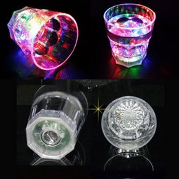Wholesale 2015 new pressure sensors LED flashing cup organic glass rainbow of flashy lights WINE BEER COLA MUG with it can shine L012