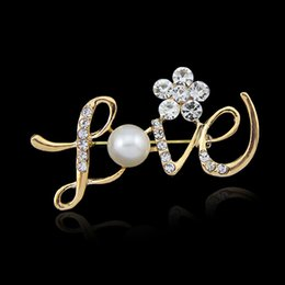 Wholesale Crystal Gemstone Ball - The new 2016 jewelry wholesale flowers LOVE letters diamond pearl brooch brooch pectoral models hot models factory direct