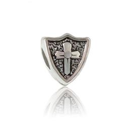 Escudo con aleación cruzada del grano del encanto de la joyería de las mujeres de moda Diseño impresionante estilo europeo para el collar de la pulsera de Pandora desde fabricantes