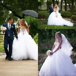 De luxe blanc Ball robe de mariée robe Tulle Train cristal perles chérie Corset Off épaule robes de novia Sexy Bridals ? partir de fabricateur