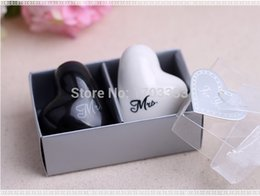 Wholesale Heart Pepper - Free shipping Ceramic Wedding Favors Heart shape Mr. and Mrs. Salt and Pepper Shakers Bridal Favor Gifts 200pcs=100set #RB81