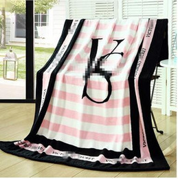 Wholesale Multifunction Blanket - Popular Logo Pink Flannel Blanket 130*150cm Letter Printed Fashion Blankets Multifunction Children's Blankets Birthday Gift Home Textiles