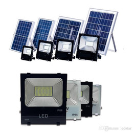 Wholesale Outdoor Led Billboard - Waterproof IP65 LED Solar Floodlights With Remote 30W 50W 100W Flood Billboard Lamp Outdoor LED Garden Roof Spotlight Square Parking