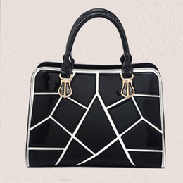 Wholesale Cell Phone White Skins - Ladies Black And White Plaid Stitching Hit Color Portable Shoulder Bag Bright Skin Bag