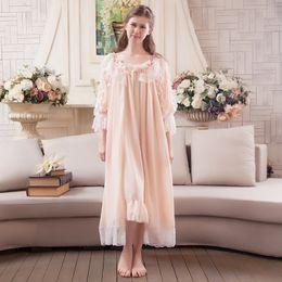 Königliches nachthemd online-Großhandels- 2017 Frühling Sommer Frauen Robe Set Priness Nachtwäsche Set Süße Royal Nightgown Chiffon Lange Robe Kleid Laciness Spitze Robe Set