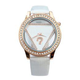 Canada Fille de la mode des femmes fille cristal triangle style cadran bracelet en cuir quartz montre GS05 Offre