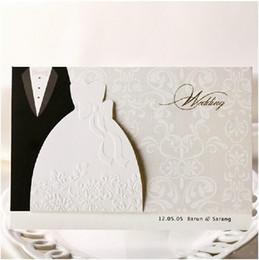 2019 convites casamento Nuevo diseño personalizado blanco La novia y el novio vestido estilo tarjeta de invitación Invitaciones de boda Sobres Sellado Tarjeta favor de la boda