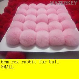 Rosa kaninchen pelz tasche online-6cm Echt Rex Kaninchenfell Ball Soft Fellball Kann auf Schlüsselanhänger Bag Bagback Schuhe Hut Schal Geschenk Schlüsselkette etc. verwendet werden