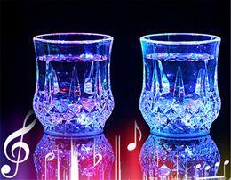 2019 occhiali da cristallo Lenti a LED tazze da caffè tazze gaiwan Bicchieri di vetro da pranzo Bar da pranzo Bicchieri da vino per feste LED luce Acrilico induzione ad acqua Ananas Cup 50