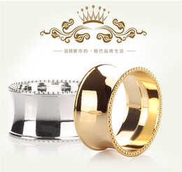 Wholesale Napkin Ring Crown - Crown shape metal napkin ring round silver or gold table cloth or napkin holder dinnerware set table decoration