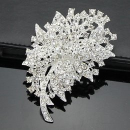 Wholesale Cheap Accessories Wholesale Korean - Free postage 2016 new Korean fashion alloy full diamond brooch brooch clothing accessories holding flowers cheap wholesale accessories