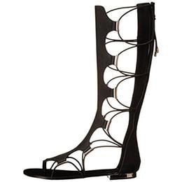 Botas de verano altas planas de la rodilla negras para mujeres con cordones sandalias cruzadas de Criss sandalias planas de las mujeres Botas de mujeres tamaño grande de las mujeres detrás de la cremallera ahuecadas desde fabricantes