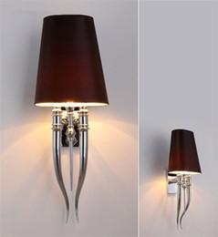 L59-Post-modern creativo garra lámpara de pared sala de estar simple personalidad pared dormitorio hotel de noche cuernos dobles lámpara de pared desde fabricantes
