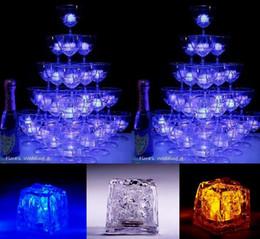2019 decorazioni del partito di ghiaccio Cambiamento cambiante variopinto della stampa della batteria leggera del flash LED del cubo del ghiaccio per la decorazione delle barre di nozze della festa di Natale con la scatola al minuto decorazioni del partito di ghiaccio economici