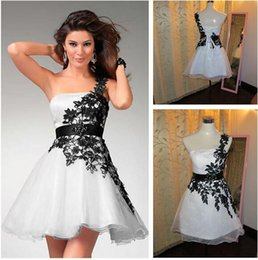 Wholesale Simple New Dress For Girls - New Short One Shoulder Wedding Dresses Mini Black And White Wedding Gown Lace Applique Cheap Beach Party Dresses For Girls Women
