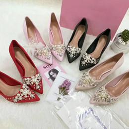 Zapatos de vestir de satén negro de las mujeres online-Diseñador mujer Luxe Satin Pumps con 55 mm Kitten Heels Sandals Pearlescent Crystal Vestido Valentine Shoes Red Black Blush-Hue Zapatos individuales