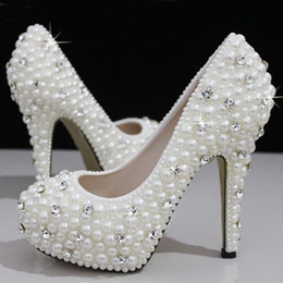 Wholesale High Heeled Prom Shoes - Fashion Luxurious Pearls Crystals White Wedding Shoes Size 12 cm High Heels Bridal Shoes Party Prom Women Shoes Free Shipping