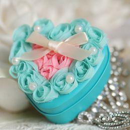 Коробки благосклонности венчания новый голубой цвет металл с розовой марлей розовые цветы в форме сердца или круглые конфеты благосклонности новизны коробки партии от