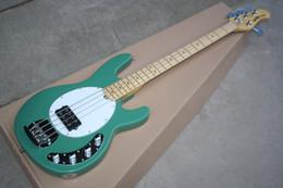 Cuerda caliente bajo eléctrico online-Venta caliente de alta calidad verde Ernie Ball Musicman 9 V recogida activa música hombre Sting Ray 4 cuerdas bajo guitarra eléctrica
