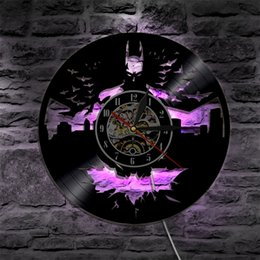 Lâmpadas de cidade conduzidas on-line-Batman Arkham City Led Luz de Parede Relógio de Vinil Mudança de Cor Retroiluminado Do Vintage Moderna Decoração Artesanal Lâmpada Controlador Remoto