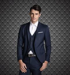 Esmoquin de ajuste europeo online-2015 Estilo europeo Slim Fit novio esmoquin negro por encargo padrinos de boda hombres trajes de boda Prom smokinges (Jacket + Pants + Vest + Tie + Hanky)