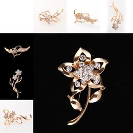 Wholesale Wholesale Flower Pins - Luxury Crystal Flower Heart Brooches pins corsage Scarf clips for Men Women banquet Wedding dress Suit jewelry Gold plated Jewelry 170289