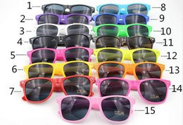Wholesale Modern Women - 100pcs Womens and Mens Most Cheap Modern Beach Sunglass Plastic Classic Style Sunglasses