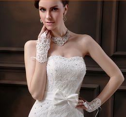 Wholesale Luxury Wedding Gloves - Latest Luxury White Wedding Gloves Lace Beaded Bridal gloves silky Bridal gloves 18X9cm Bridal Accessories Golve
