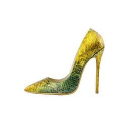 2020 zapatos de piel de serpiente para mujer Estilo clásico de piel de serpiente Delgado Tacones altos Oro Verde Color mezclado Mujeres Bombas Cuero en relieve Zapatos de dama Fiesta Sexy Zapatos de tacón de aguja rebajas zapatos de piel de serpiente para mujer