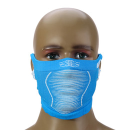 2019 mascherina all'ingrosso coperta All'ingrosso-New Anti Cold Mask caldo inverno sci portatile bicicletta bicicletta ciclismo Mezza faccia collo maschera con foro per orecchie per uomini / donne mascherina all'ingrosso coperta economici